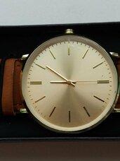 Naujas laikrodis su trimis keičiamais dirželiais.