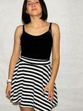 Trumpi, dryžuoti sijonai merginoms akcinėmis kainomis