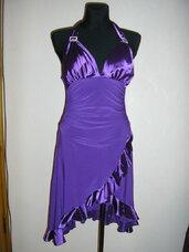 Nuostabi violetinė suknelė