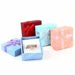 Nedidelė dovanų dėžutė papuošalui