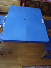 Kompaktiškas, sulankstomas, vaikiškas staliukas su 4 kėdutėmis