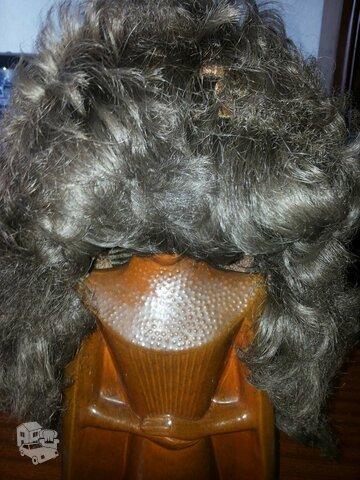 Pilkos spalvos perukas