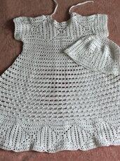 Balta puošni suknelė su kepuryte