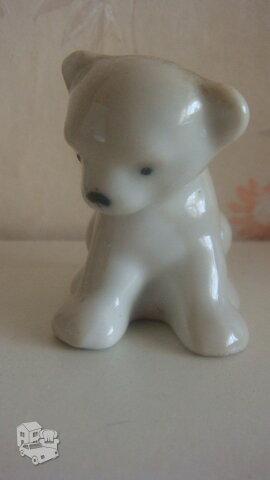 Porcelianinė skulpturėlė