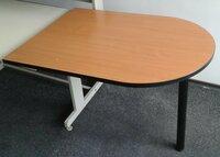 Dvieju daliu stalas, vienos dalies ilgis 1 m, plotis 70 cm.