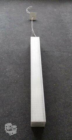 Pakabinamas šviestuvas, matmenys 13,5x13,5 cm, ilgis 1,35 m.