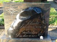 Raidžių kalimas ant paminklo Vilnius